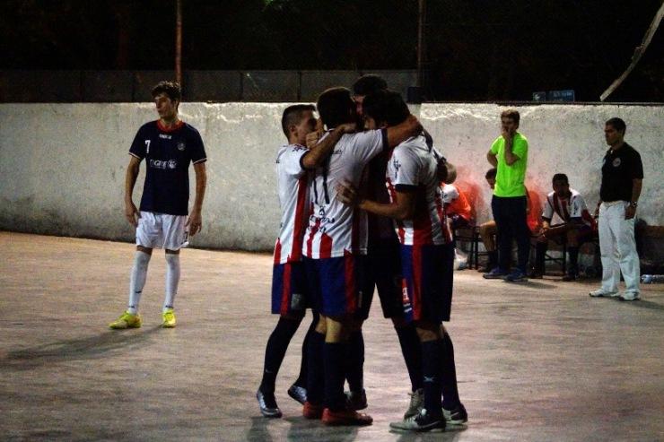 Círculo festejó su gran victoria frente a Regatas. (Foto: Andrés Arequipa).